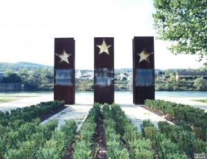 Adresses utiles Schengen_Monument-300x231
